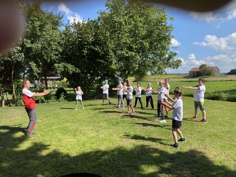 Training mit den Kindern im Freien